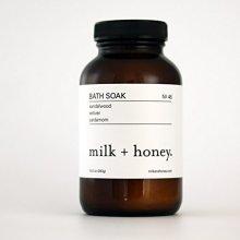 milk + honey Bath Soak (Sandalwood Vetiver &amp Cardamom, 10 oz.)